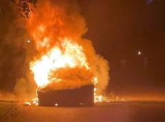 O masina Tesla a izbucnit in flacari in timp ce soferul se afla la volan. Masina de 130.000 de dolari fusese achizitionata de doar trei zile