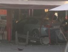 O masina a intrat intentionat intr-un restaurant din apropierea Parisului: O fata de 13 ani a murit, mai multi oameni sunt raniti