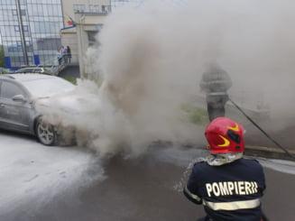 O masina a luat foc pe strada Pictor Aman
