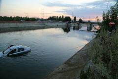 O masina a plonjat in Dambovita, la iesirea din Bucuresti (Foto)
