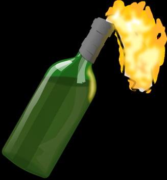 O masina de lux a unui sef din Politie a fost incendiata cu cocktail Molotov
