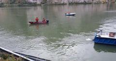 O masina in care se aflau cinci persoane, intre care un copil, a cazut in Dunare. Scafandrii intervin pentru salvarea victimelor