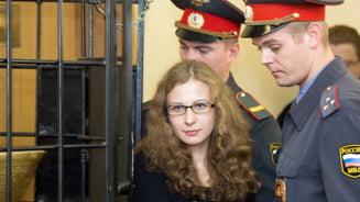 O membra a formatiei Pussy Riot a iesit din inchisoare - Putin a aprobat o amnistie in masa