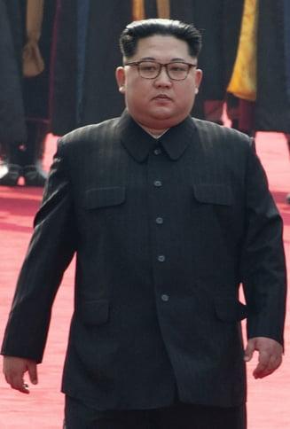 "O noua declaratie controversata de la echipa lui Trump: Kim Jong-Un a implorat ""in genunchi"" sa tinem summitul"