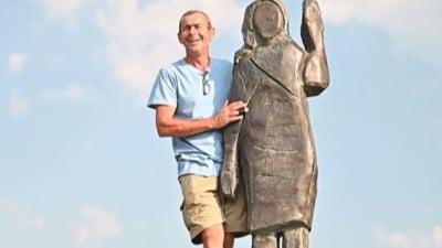 O noua statuie cu Melanie Trump a fost dezvelita in Slovenia. Este din bronz si inlocuieste originalul din lemn, incendiat in iulie