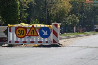 O parte din drumul Targoviste-Sinaia s-a surpat. Circulatia este ingreunata