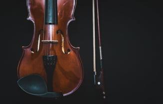 O partitură şi o vioară care ar fi aparţinut lui George Enescu, scoase la licitaţie. Ministrul Culturii anunță că va verifica originea bunurilor