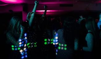 O petrecere intr-un bloc din Mamaia, stricata de politisti. 12 tineri, majoritatea minori, au fost amendati cu 2.750 de lei