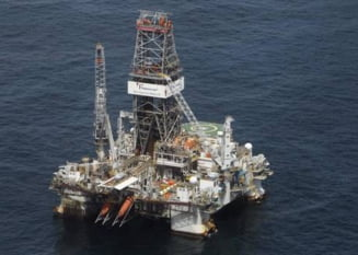 O platforma petroliera s-a rasturnat in largul insulei Sahalin: 4 morti si 49 de disparuti