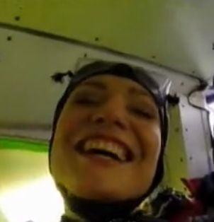 O prezentatoare TV a sarit cu parasuta de la 4.000 de metri: De atunci am atacuri de panica!
