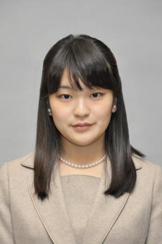 O printesa japoneza renunta la statutul sau si se casatoreste cu un om de rand - Monarhia e in pericol