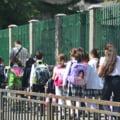 O profesoara a atacat doi elevi de 6 ani cu spray lacrimogen. Andronescu: Situatia se repeta de multi ani