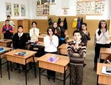 O profesoara a pus elevii sa semneze ca vor ore de religie, de teama ca isi pierde postul