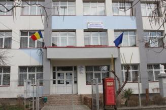 O scoala din Slatina a intrat in scenariul rosu, dupa ce trei angajati au fost confirmati cu COVID-19