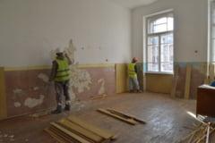 O scoala din comuna Argetoaia va fi reabilitata cu ajutorul voluntarilor