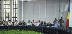 "O sedinta cu ""du-te-vino"": Consiliul Local Tulcea s-a tinut ieri doar cu liberali si independent"