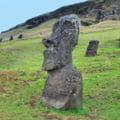 O statuie de pe Insula Pastelui, distrusa intr-un accident de masina