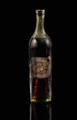O sticla de coniac veche de 258 de ani a fost vanduta cu 146.000 de dolari