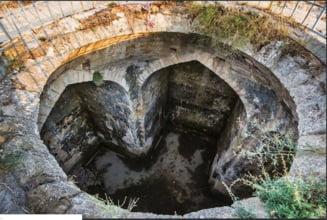 O structura misterioasa a fost descoperita in pamant, in Rusia. Ar putea fi una dintre cele mai vechi biserici din lume