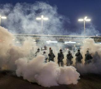 O suta de migranti au vrut sa forteze de Anul Nou granita dintre SUA si Mexic: Cum i-au intampinat garzile de frontiera