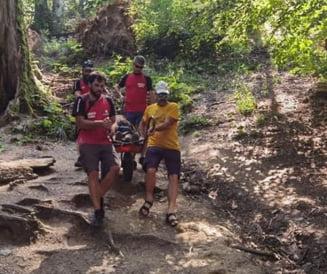 O turistă a fost grav rănită pe un traseu turistic din Bucegi. Femeia s-a împiedicat de o piatră și s-a lovit cu capul de copac