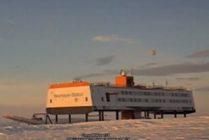 OZN ciudat, deasupra statiei de cercetare din Antarctica? (Video)