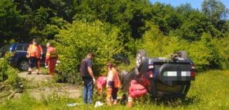 Oameni raniti dupa ce un sofer din Timis s-a rasturnat cu masina. Surpriza pentru politisti. Foto
