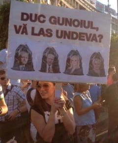 Oamenii au iesit din nou in Piata Victoriei, duminica seara, sub deviza: Jos Guvernul Dancila! Demisia, Dragnea!