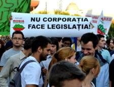 Oamenii au iesit in Piata Universitatii pentru a protesta fata de proiectul Rosia Montana