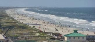 Oamenii au luat cu asalt o plaja redeschisa in Florida, desi statul american a raportat un nou record de cazuri de coronavirus