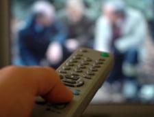 Oamenii petrec tot mai mult timp in fata televizorului