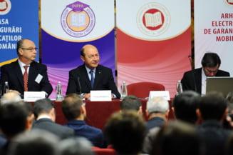 Oare de ce ii cer unii lui Basescu sa aranjeze dosare? (Opinii)