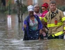 Obama declara calamitate in Louisiana. Imagini dramatice cu o femeie si catelul ei salvati dintr-o masina care se scufunda (Video)