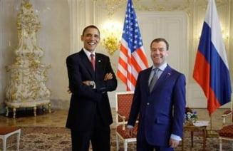 Obama si Medvedev au semnat tratatul START 2