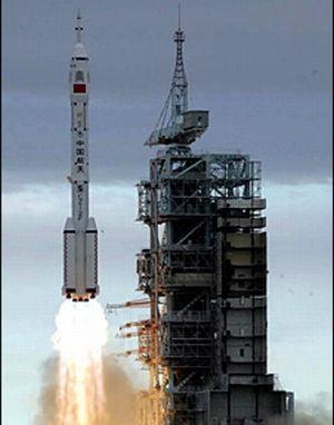 Obama taie din fondurile NASA pentru rachete