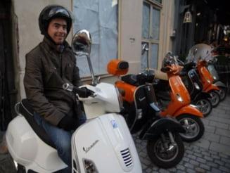 Obligati de noul Cod rutier sa aiba permis, proprietarii de mopede nu il pot obtine