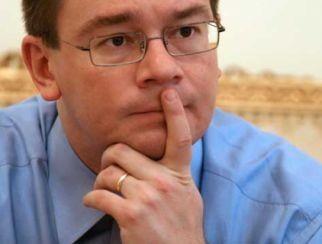 Obligatiile lui Mihai Razvan Ungureanu fata de baronii locali (Opinii)