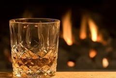 Obrazul subtire cu whisky se tine - Documentar