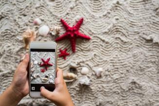 Obsesia parintilor pentru telefonul mobil ucide copii
