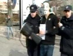 Occupy Romania - protestatari luati pe sus de doua ori, in Piata Universitatii