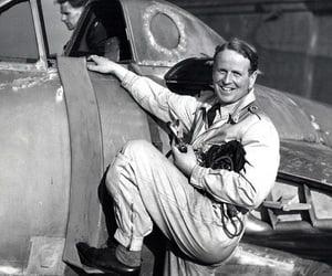 Ochi de pisica, pilotul care a doborat 20 de bombardiere germane