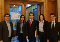 """Odiseea """"Fara penali"""" continua: Cum se face predarea-primirea sutelor de mii de semnaturi la CCR"""
