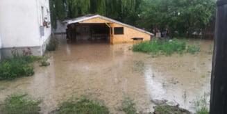 Odorheiu Secuiesc: O alunecare de teren si pivnite, subsoluri sau curti ale unor case inundate, efectele ploilor din ultimele zile