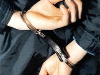Ofiter de politie arestat pentru trafic de influenta