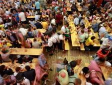 Okoberfest atmosfera petrecere bere