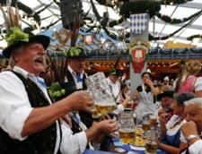 Oktoberfest festivalul berii halbe petrecere