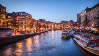 Olanda pune capăt distanţării sociale şi anunţă un 'permis COVID'