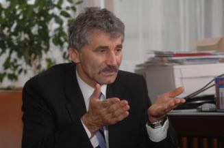 """Oltean spune ca Geoana nu e destul de """"frumos si destept"""" pentru PDL"""