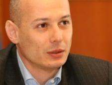 Olteanu spune ca Basescu se manifesta ca un presedinte jucator