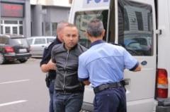 Olteanul care a lovit cu capul in fata un politist doljean, arestat pentru 30 de zile